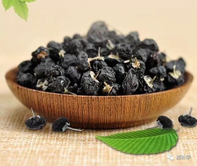 格尔木野生很甜,口感好,青海种植和其他产区黑枸杞有苦涩味,甜味淡 3.