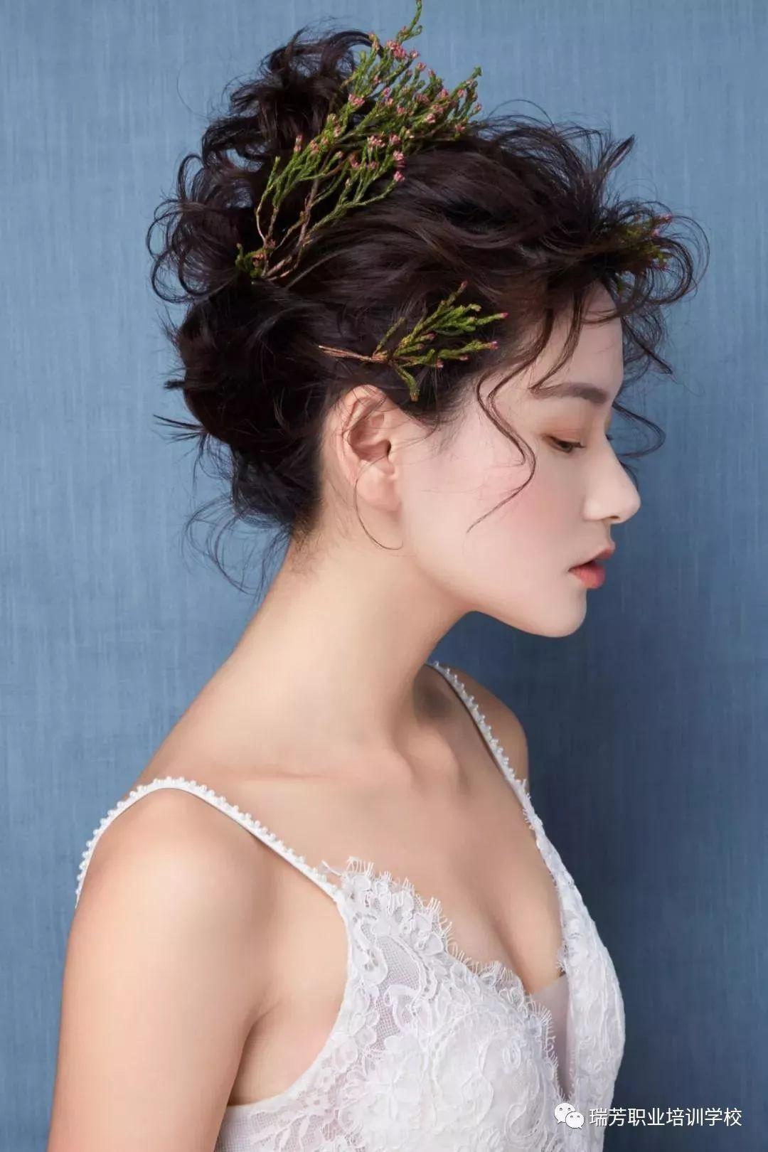 教程|2018实用新娘发型打造技巧之:单股抽丝新娘造型图片