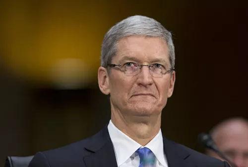 苹果市值过万亿美元后 库克首次公开评论…