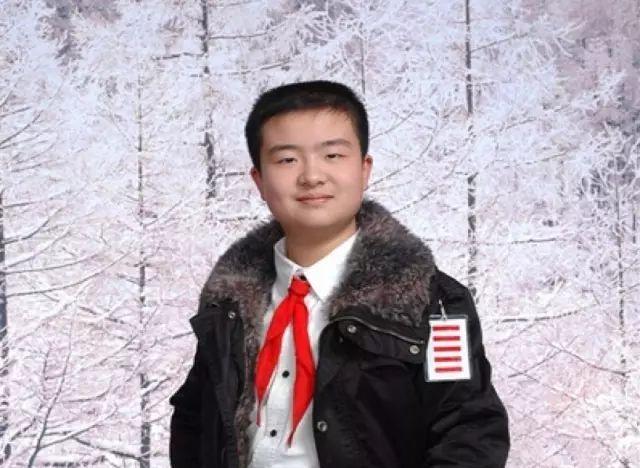 前少先队武汉市总队部副总队长黄艺博 为了争取在班干部岗位上锻炼