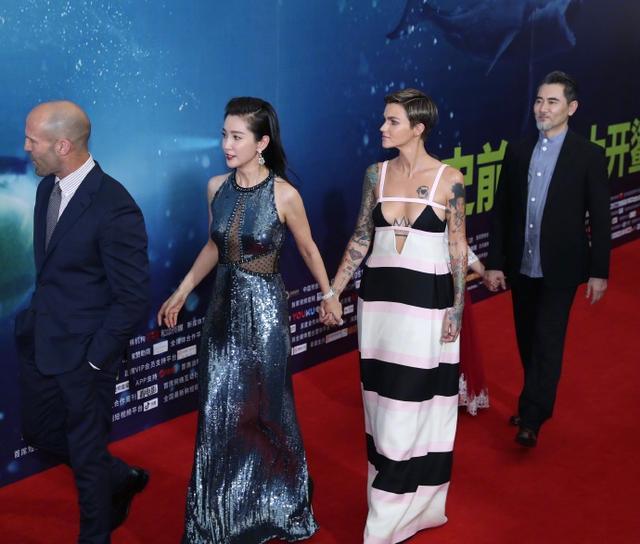 """《巨齿鲨》首映礼:杰森称李冰冰是""""小甜心"""",鲁比的大花臂亮了图片"""