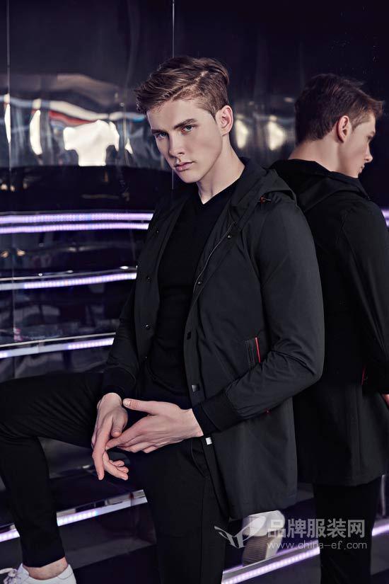 2018男士新款保暖内衣_TOMFORD于2018秋冬男装展推出全新腕表及男士内衣系列