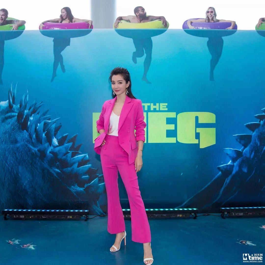 """李冰冰杰森斯坦森亮相""""巨齿鲨""""记者会 与鲨鱼生死竞速图片"""