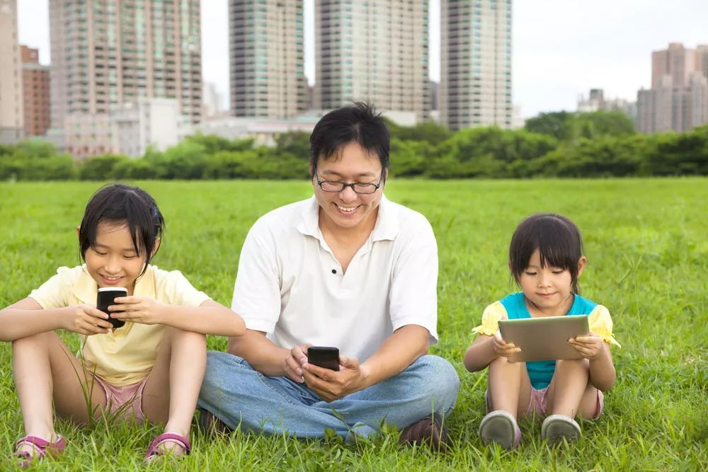 李亚鹏和李嫣又上热搜:关于带孩子,好多家长忽视了这个地方!
