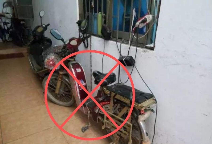 警法 正文  行驶过程中,电动车 充电器应该尽量避免放在车上 因为路面