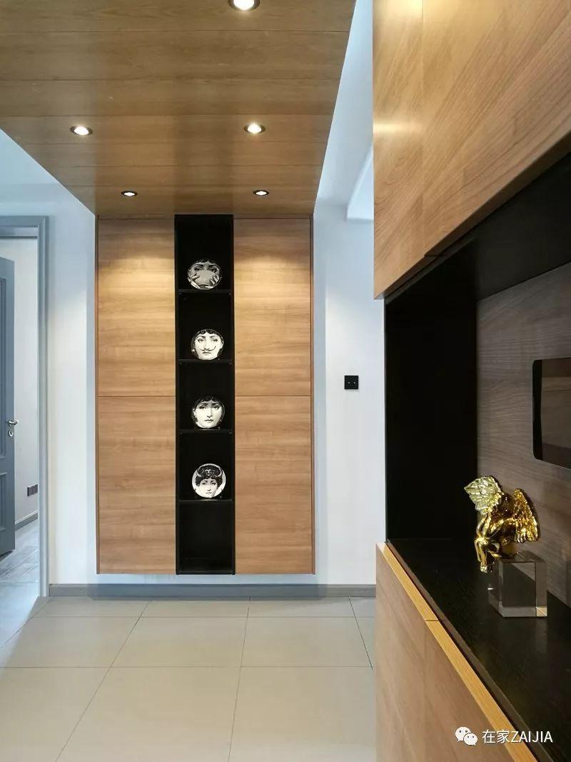 玻璃,木隔断以及黑色铝合金边框都是网上定制,自己组装,玻璃 边框