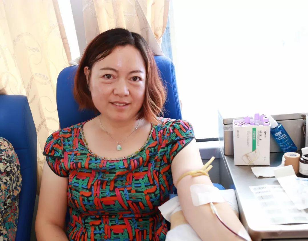 无偿献血做善事,救死扶伤显爱心