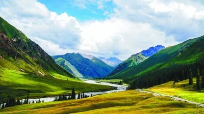 新疆昭苏县的夏塔景区风光