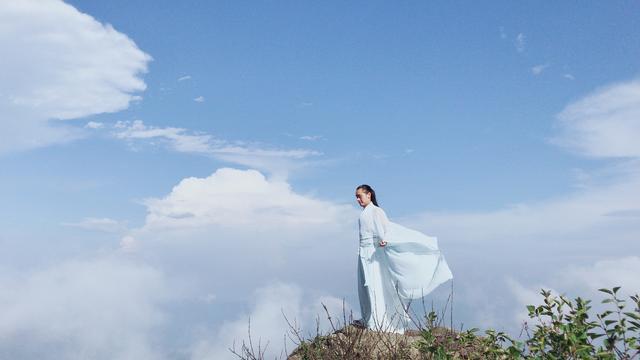 剪一朵云朵的浪漫与忧伤,我执手心灵的纯净