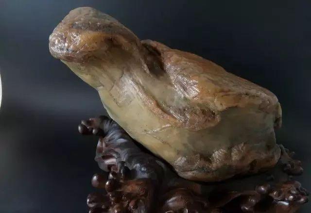 为何男人都喜欢收藏奇石?这个原因你一定不知道