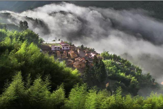 山间古村,清明古街,耕作农人是松阳最美的风景.