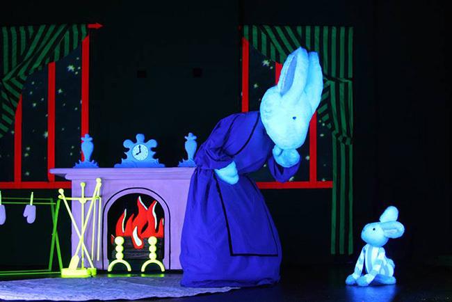 把童话绘本改编成木偶剧,这样的英语启蒙学习方式你觉得怎么样?