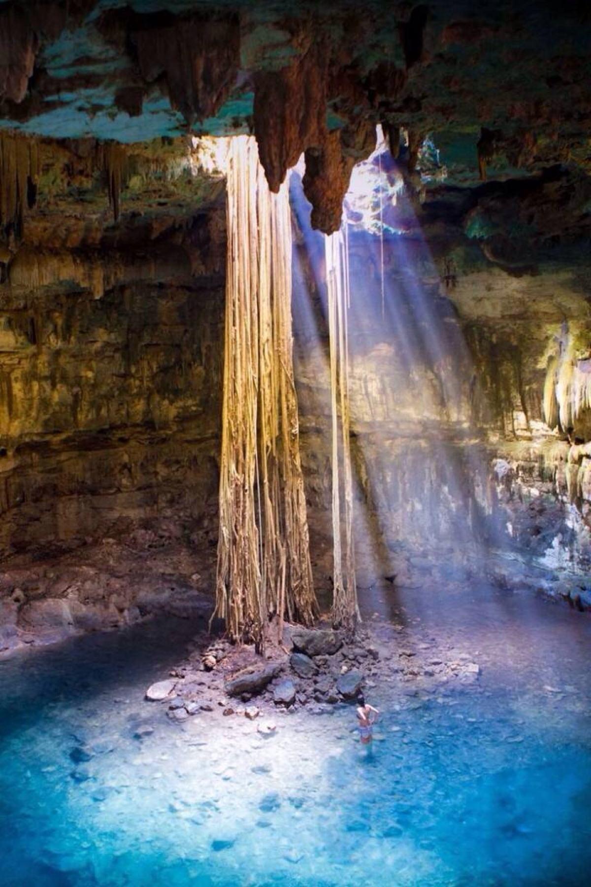 女人嫩穴洞_穴cenote angelita,这个景点最奇特的当属岛屿身在大海之中,洞穴内
