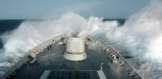 万吨核潜艇收到一条特殊信号,艇长看后下令:立即掉头支援