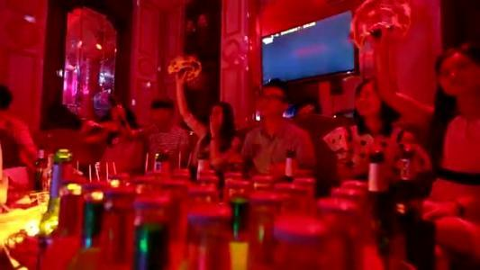 那些喜欢在朋友圈发ktv唱歌喝酒视频的人,想要告诉
