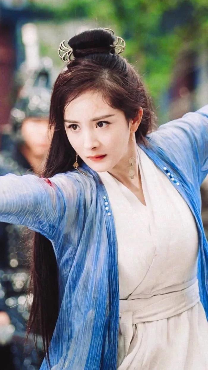 杨紫vs杨幂,都是时候出身,现在又演了同童星电视剧,你港剧老歌为那类型图片