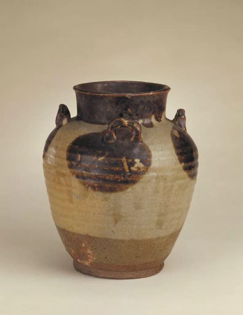 后来烧造条件改善,   东汉末年,成功烧造出1300度的高温硬质瓷.