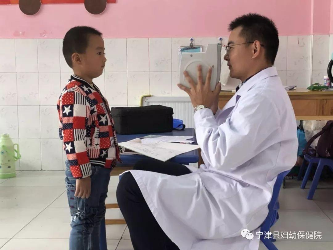 """""""小眼镜""""越来越多!儿童弱视,家长千万不要小瞧,早发现,早治疗!"""