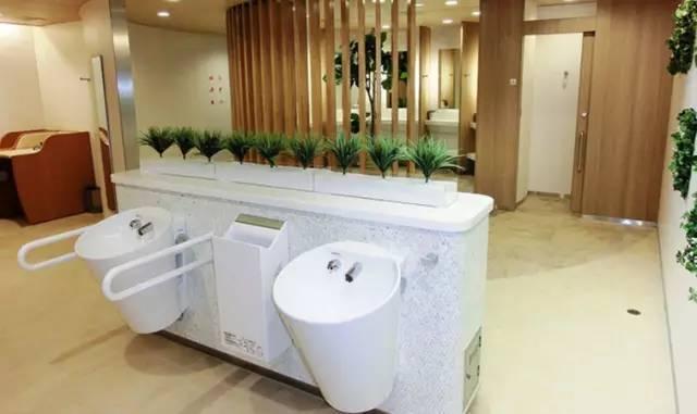 把上厕所做成一种文化?在日本上厕所会是怎样体验?把马桶和卫生间做到极致,政府连厕所空间都要推样板?