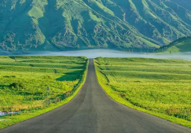 新疆最新10条精品自驾路线,一网打尽南北疆之美!