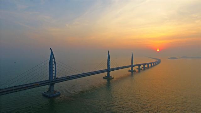 年的辩论之后,港珠澳大桥终于确 当时最大的反对者就是华人首富李