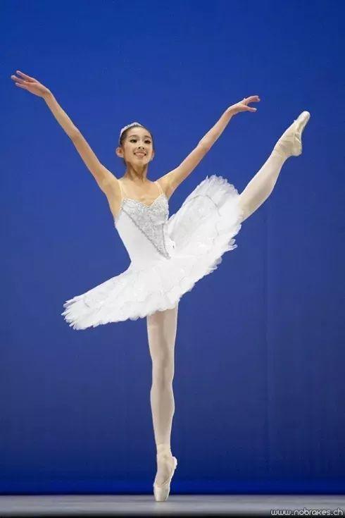 美国芭蕾舞团(abt)演员性感动作的新锐图片