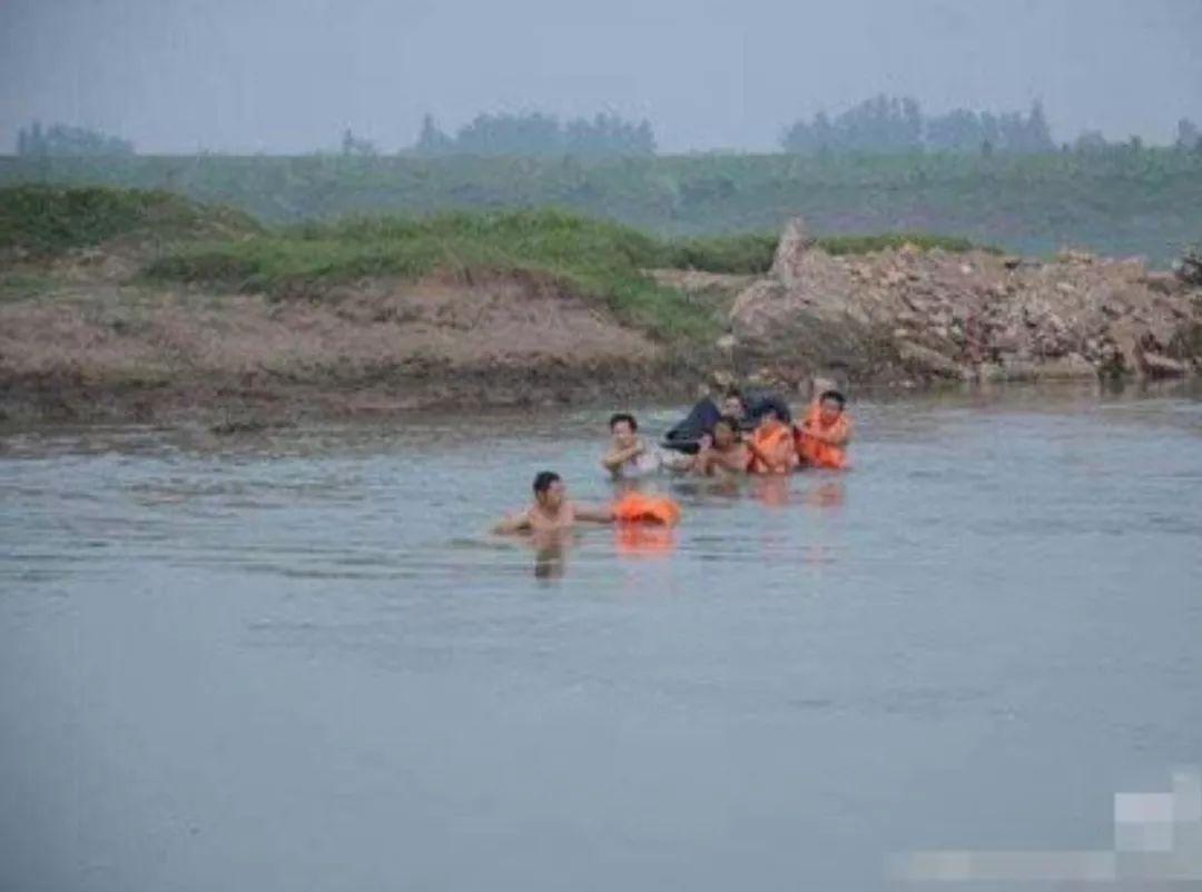 痛心!三水两名儿童江边游泳,一名儿童溺水失踪_手机网易网