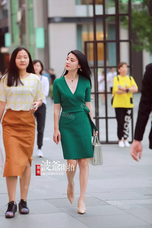夏季时髦精们是如何玩转裙子搭配呢?