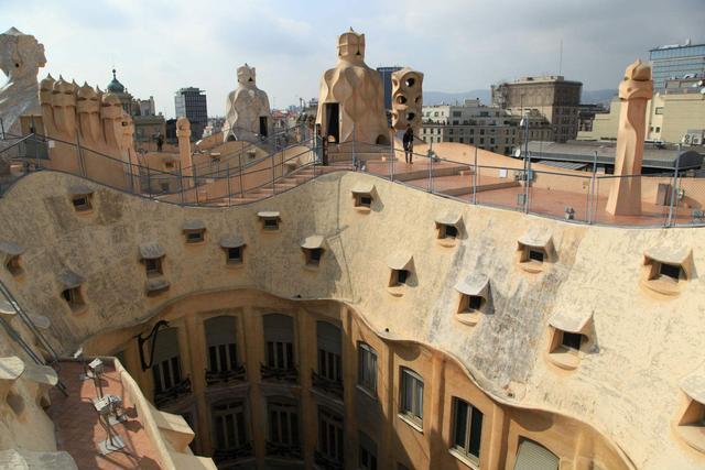 这座由西班牙著名建筑师安东尼奥·高迪设计的私人住宅位于