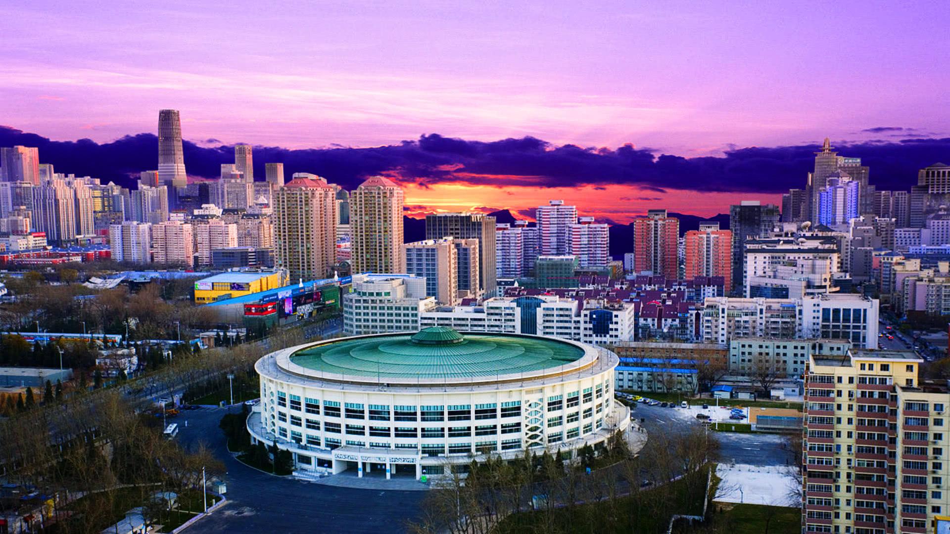 2010北京gdp_城市GDP比拼:北京同比增长6.7%,上海首破3万亿元