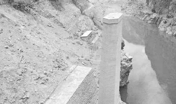 我國唯一不準拍照的大橋:戰士掉進水泥凝固成橋墩,一個排全犧牲