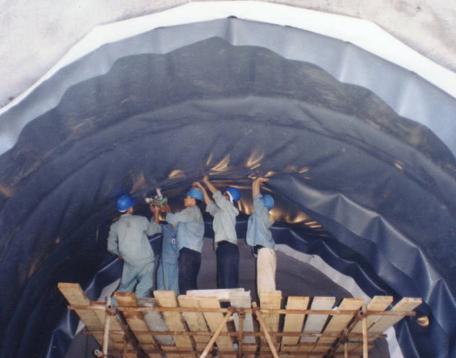 海底隧道是怎样修建的?看完感叹:工程太伟大了!