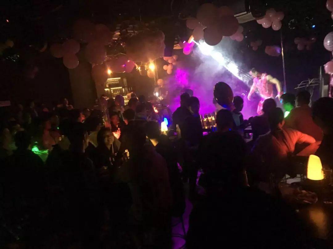 探访厦门同性恋酒吧:隐藏在地下的彩虹狂欢