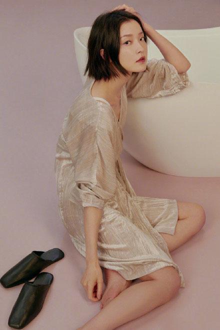 近日,著名模特杜鹃的一组艺术照曝光,引来无数网友热评.