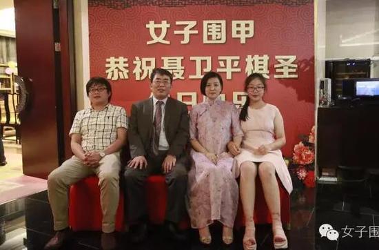 棋圣结了三次婚,前妻是王刚妹妹,现妻比他小23岁,女儿孙子同岁