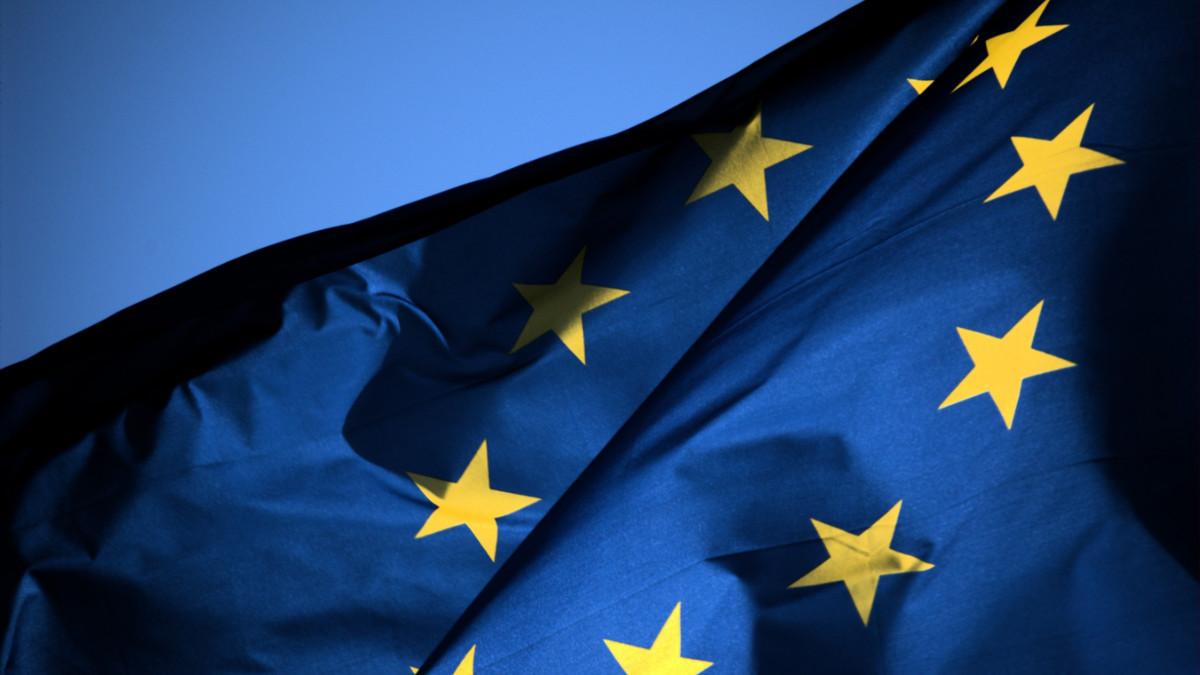 欧盟搞完 Google 又要搞苹果了,这次为的是充电接口
