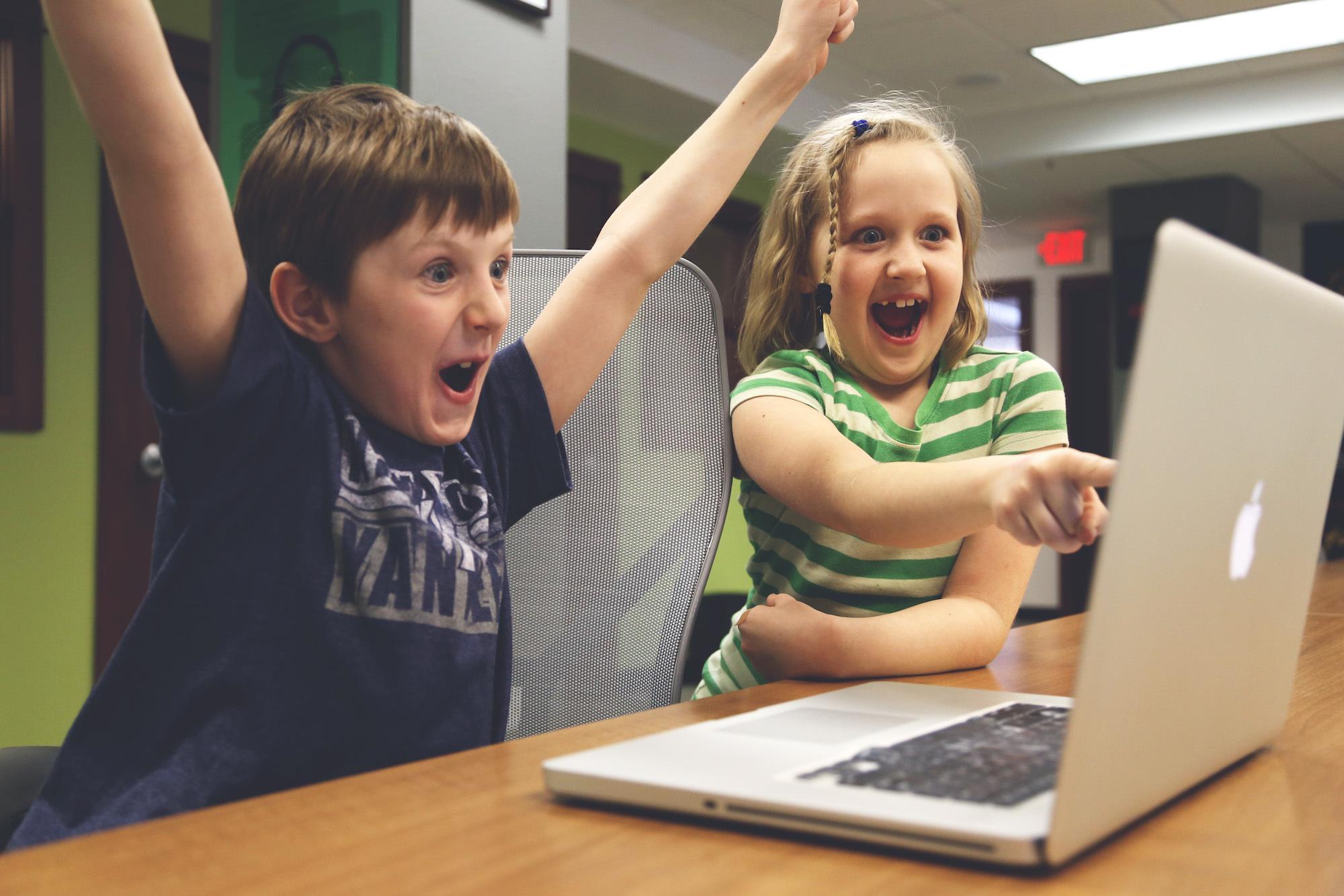 """中国孩子拼命学英语,英美已把编程当""""第二外语"""",为何要鼓励青少学编程?"""