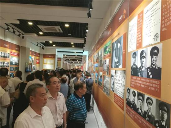 淮安市工商局组织参观《世纪伟人――周恩来与两弹一星》全国巡回展