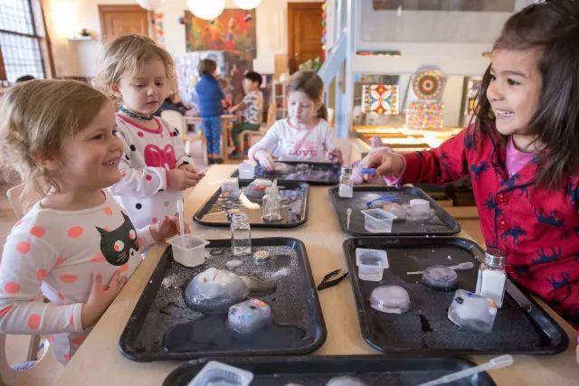 教育 正文  受瑞吉欧教育理念启发, 从教师的筛选和培训, 与家长的图片