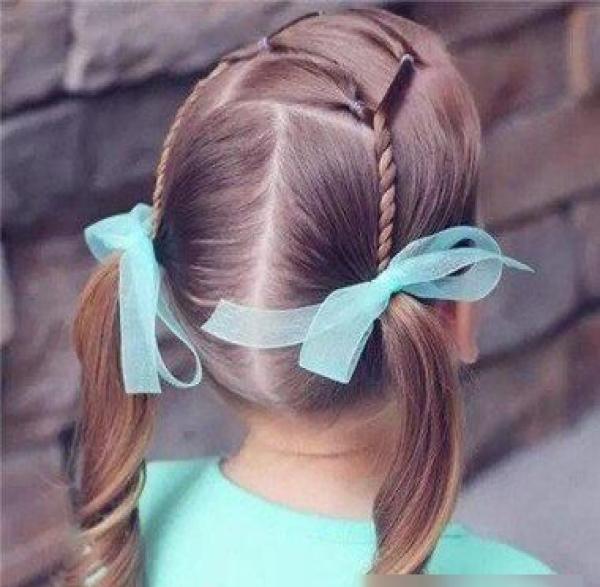 齐刘海萌萝莉发型,小学女孩中长发扎发!图片