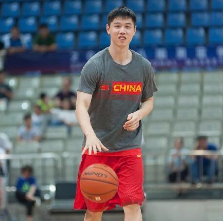 2014金球奖 天津男篮国手左脚趾骨骨裂 预计需要休养三个月