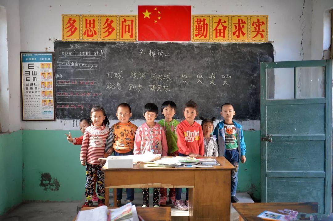 名人堂   乡村学校日渐消失,这些孩子成了社会底层最需要帮助的人
