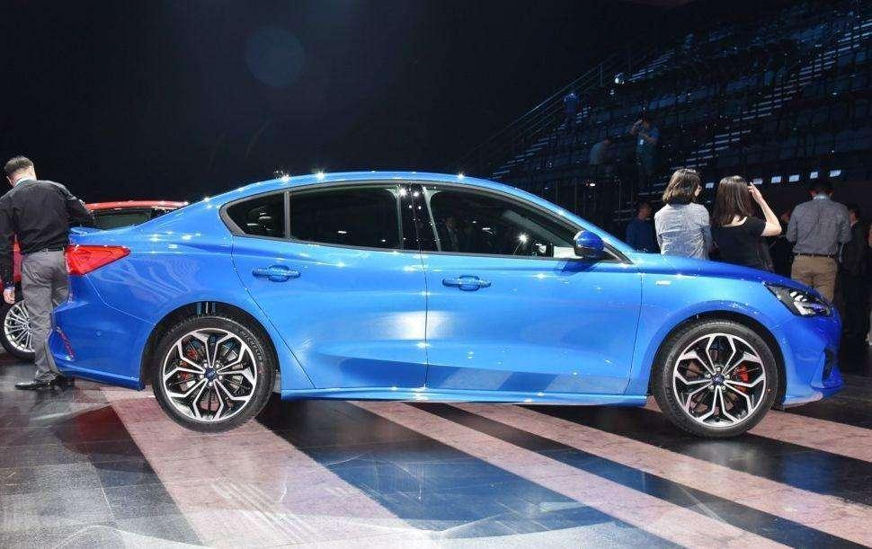 在过两个月新车国产上市!空间颜值大升,油耗4.7L,还买啥凯美瑞!