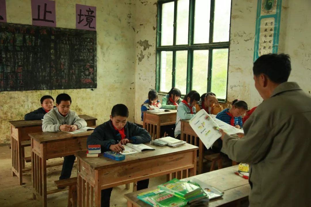 """名人堂   乡村教师为何日益枯萎,他们仅仅是乡村学校的""""潜伏者""""?"""