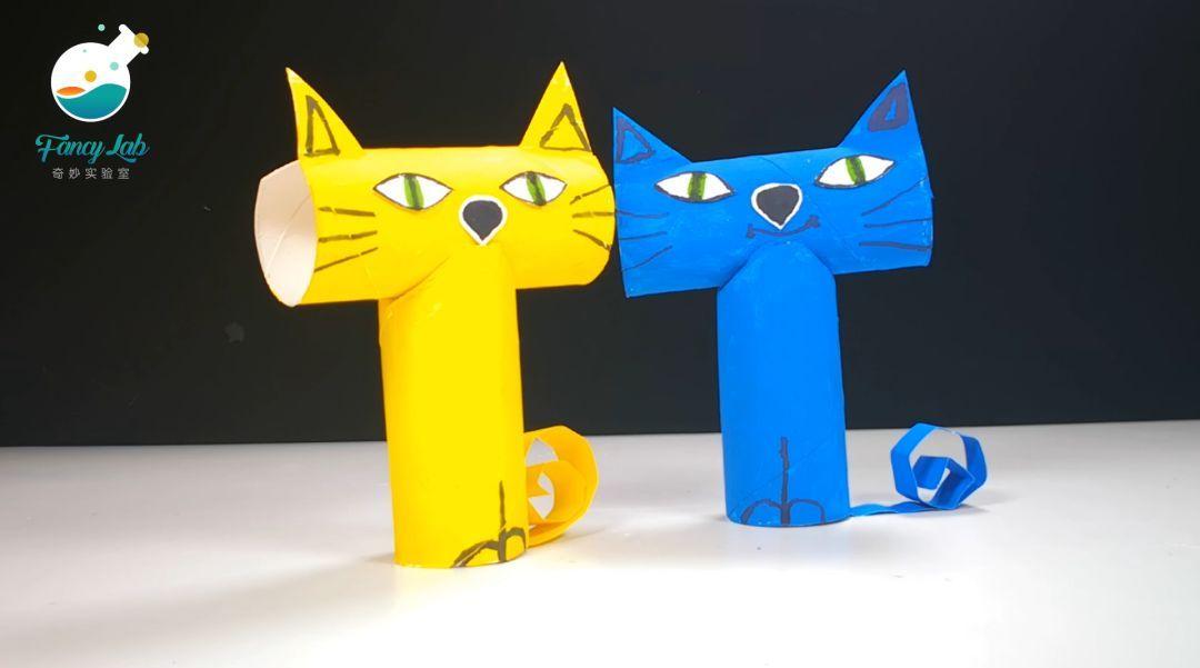 如下图所示,用黑色水彩笔画上猫咪的耳朵,嘴巴,腿和胡须.