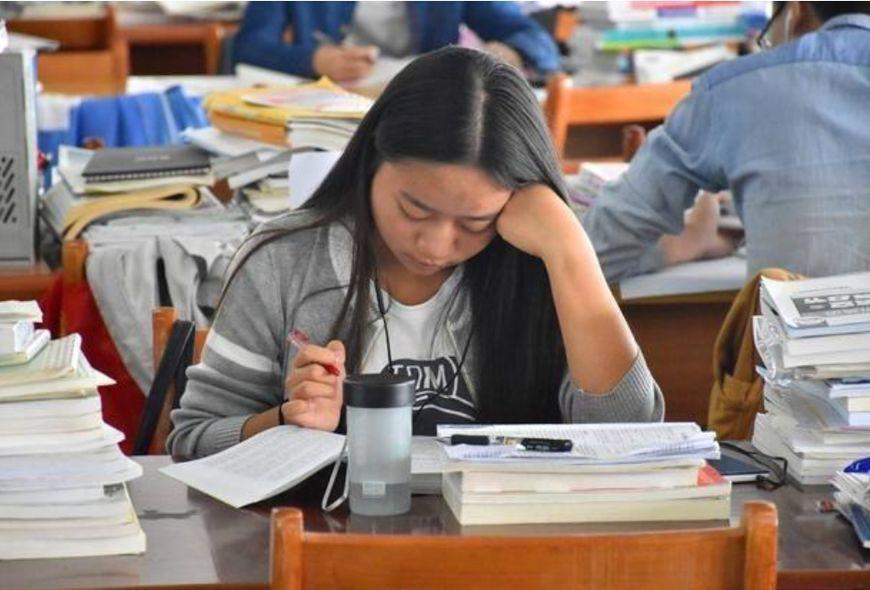 女大学生考研率最高的四个专业,金融学排第四,第一考研人数最多