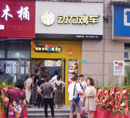 江西动力鸡车巡店团队乘着酷暑 奔赴南京为当地加盟商门店免费宣传
