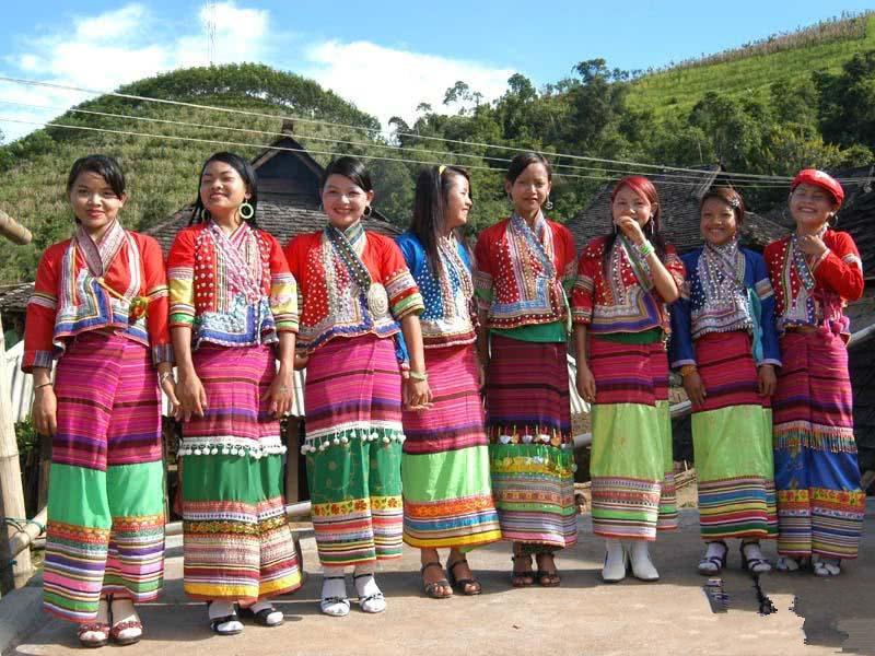 中缅边境有神秘的村子,男人可以娶几个老婆,女孩13岁就当妈