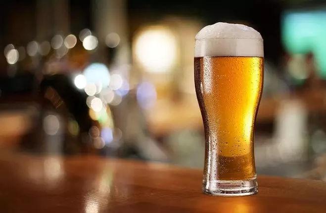 经常喝啤酒,竟然不知道工业啤酒与精酿啤酒有六大区别