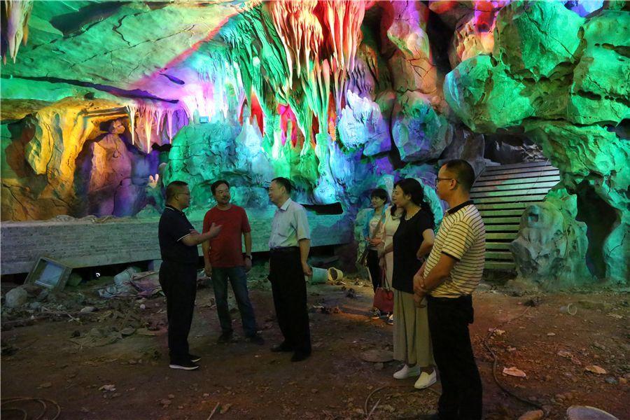 永宁冰雪小镇和九仙洞天旅游项目,对当前关岭建设的旅游项目给予充分